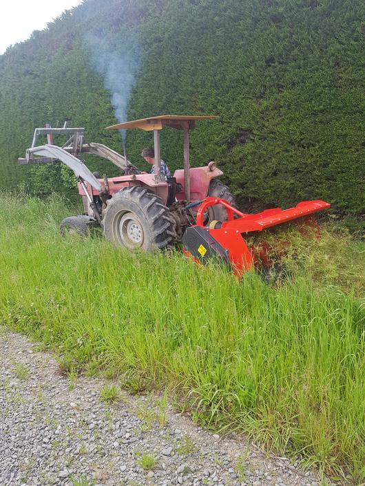 Mulching roadside with Vigolo high body mulcher