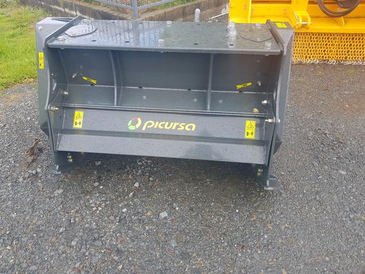 Hydraulic drive fixed tooth forestry mulcher