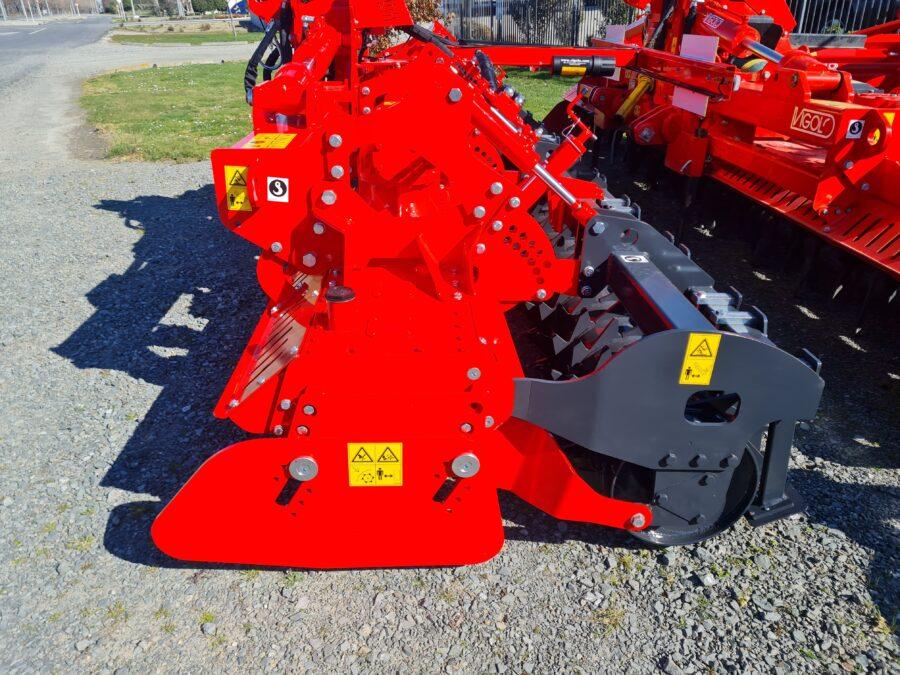 Folding power harrow with sliding endplates