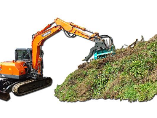 Excavator mounted mulcher with heel