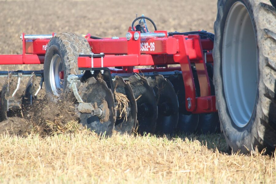"""Offset disc harrow with 26"""" disc blades"""