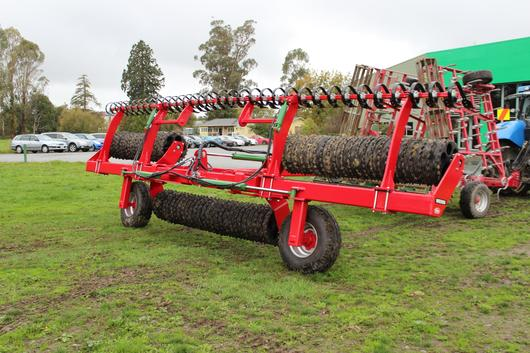 Folding Cambridge roller with leveling boards