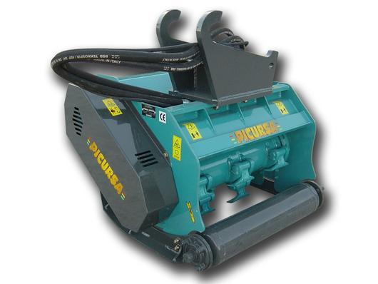 Hydraulic drive excavator mulcher with hammer flails