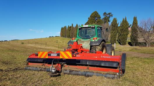 Topping grass with Vigolo folding mulcher